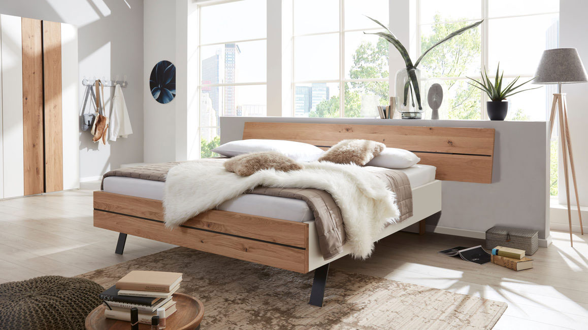 Doppelbett-Interliving-aus-Holz-in-HolzfarbeTitel