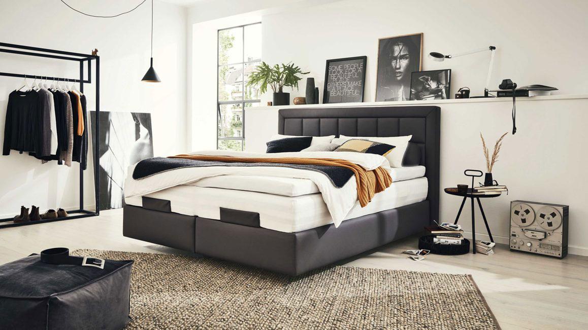 Doppelbett-Interliving-aus-Stoff-in-Schwarz