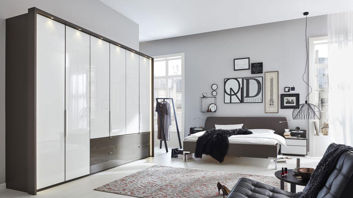 Komplettzimmer-Interliving-aus-Holz-in-Weiss