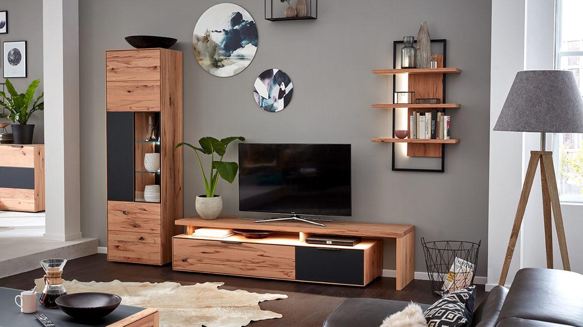 Wohnwand-Interliving-aus-Holz-in-Grau-