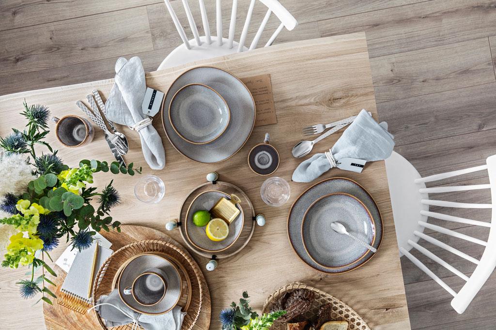 Gedeckter Tisch Geschirrset